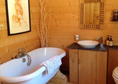 interieur-chalet-bois-salle-de-bain-moderne-rustique